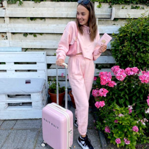 roze travel suit.